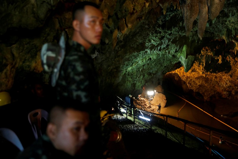 Soldiers and rescue workers work in Tham Luang cave complex, as an ongoing search for members of an under-16 soccer team and their coach continues, in the northern province of Chiang Rai, Thailand, July 1, 2018. REUTERS/Soe Zeya Tun