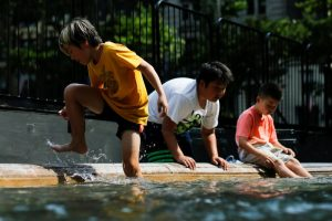 Children play at the fountain during hot weather day in Bryant Park in Manhattan, New York, U.S., July 1, 2018. REUTERS/Eduardo Munoz