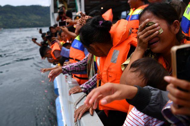 Relatives of missing passengers react during a visit to the location of the ferry that sank at Lake Toba in Simalungun, North Sumatra, Indonesia July 2, 2018. Antara Foto/Sigid Kurniawan/via REUTERS
