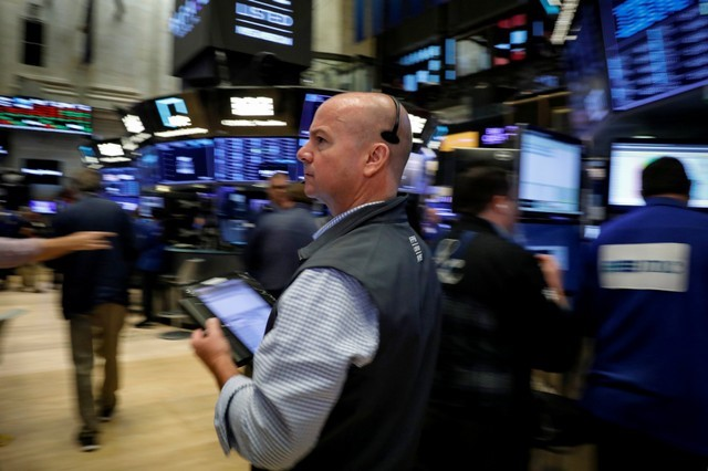 FILE PHOTO: Traders work on the floor of the New York Stock Exchange (NYSE) in New York, U.S., July 6, 2018. REUTERS/Brendan McDermid