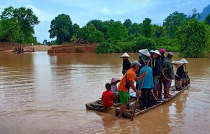 Villagers are evacuated after the Xepian-Xe Nam Noy hydropower dam collapsed in Attapeu province, Laos July 24, 2018. REUTERS/Stringer