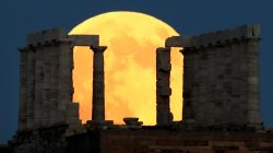 A full moon rises behind the Temple of Poseidon before a lunar eclipse in Cape Sounion, near Athens, Greece, July 27, 2018. REUTERS/Alkis Konstantinidis