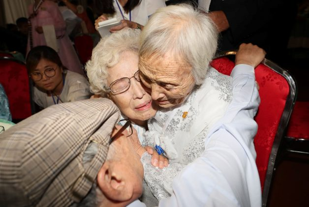 North and South Korean family members meet during a reunion at North Korea's Mount Kumgang resort, near the demilitarized zone (DMZ) separating the two Koreas, North Korea, August 20, 2018. Yonhap via REUTERS