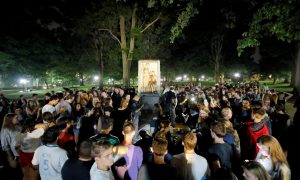 Students and protesters surround plinth where the toppled statue of a Confederate soldier nicknamed Silent Sam once stood, on the University of North Carolina campus after a demonstration for its removal in Chapel Hill, North Carolina, U.S. August 20, 2018. REUTERS/Jonathan Drake