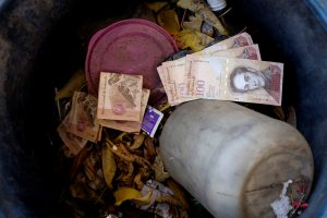 Venezuelan 100 bolivar notes thrown by people in a trash bin are seen at a gas station of the Venezuelan state-owned oil company PDVSA in Caracas, Venezuela August 20, 2018. REUTERS/Marco Bello
