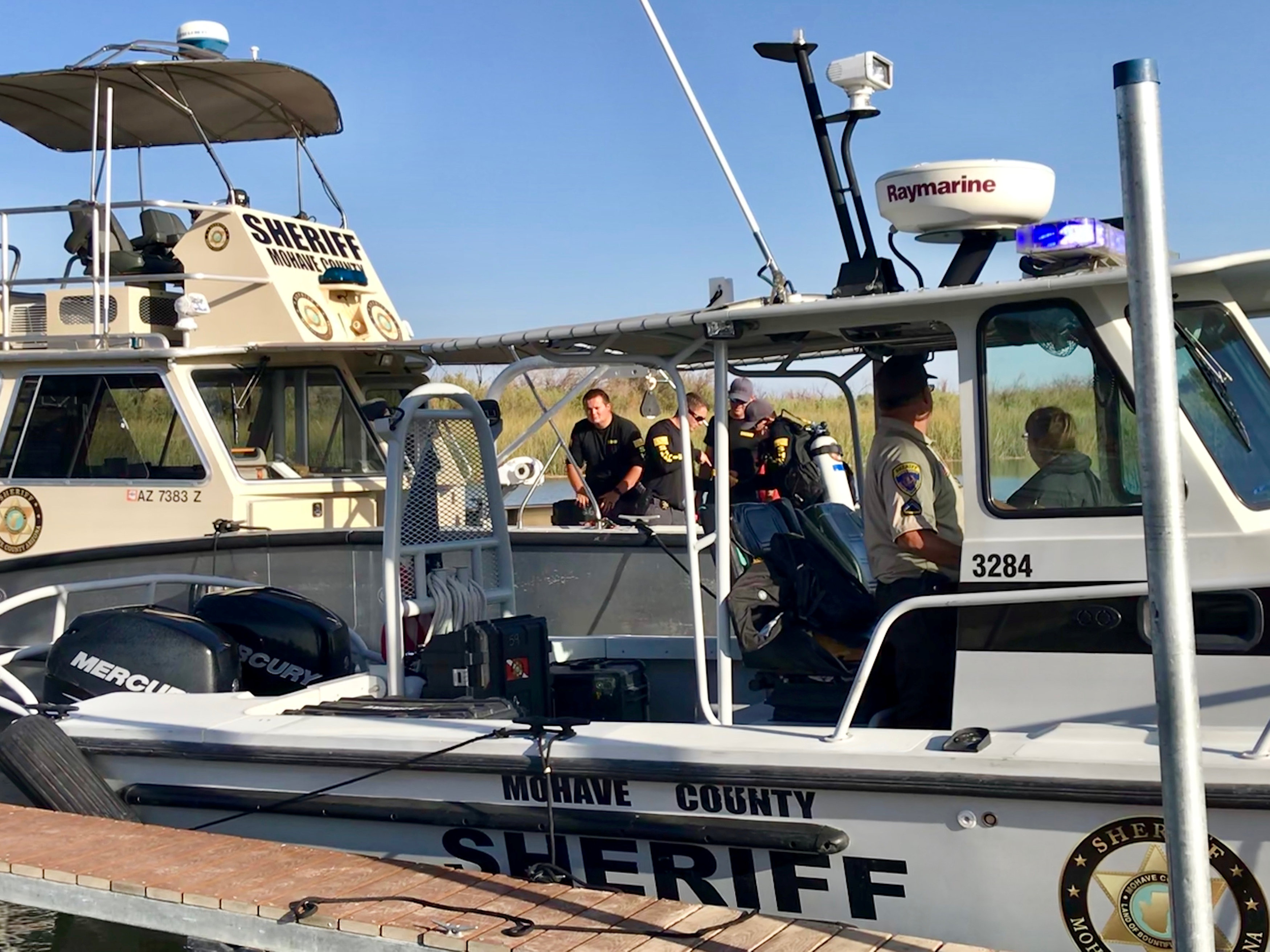 Mohave County Sheriff's Office search and rescue boats look for four people missing on the Colorado River, north of Lake Havasu in Arizona, U.S. September 2, 2018. Mohave County Sheriff's Office/Handout via REUTERS