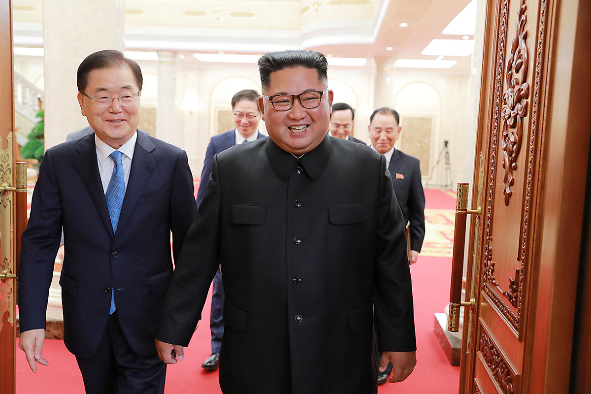 Chief of the national security office at Seoul's presidential Blue House Chung Eui-yong meets with North Korean leader Kim Jong Un in Pyongyang, North Korea September 5, 2018. Picture taken September 5, 2018. The Presidential Blue House/Handout via REUTERS