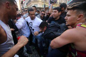 People surround a man suspected of stabbing Brazilian presidential candidate Jair Bolsonaro (not pictured) as he was campaigning in Juiz de Fora, Minas Gerais state, Brazil September 6, 2018. Felipe Couri / Minas Tribune / via REUTERS