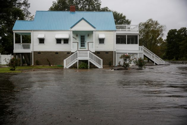 Water from Neuse River floods houses as Hurricane Florence comes ashore in New Bern, North Carolina, September 13, 2018. REUTERS/Eduardo Munoz