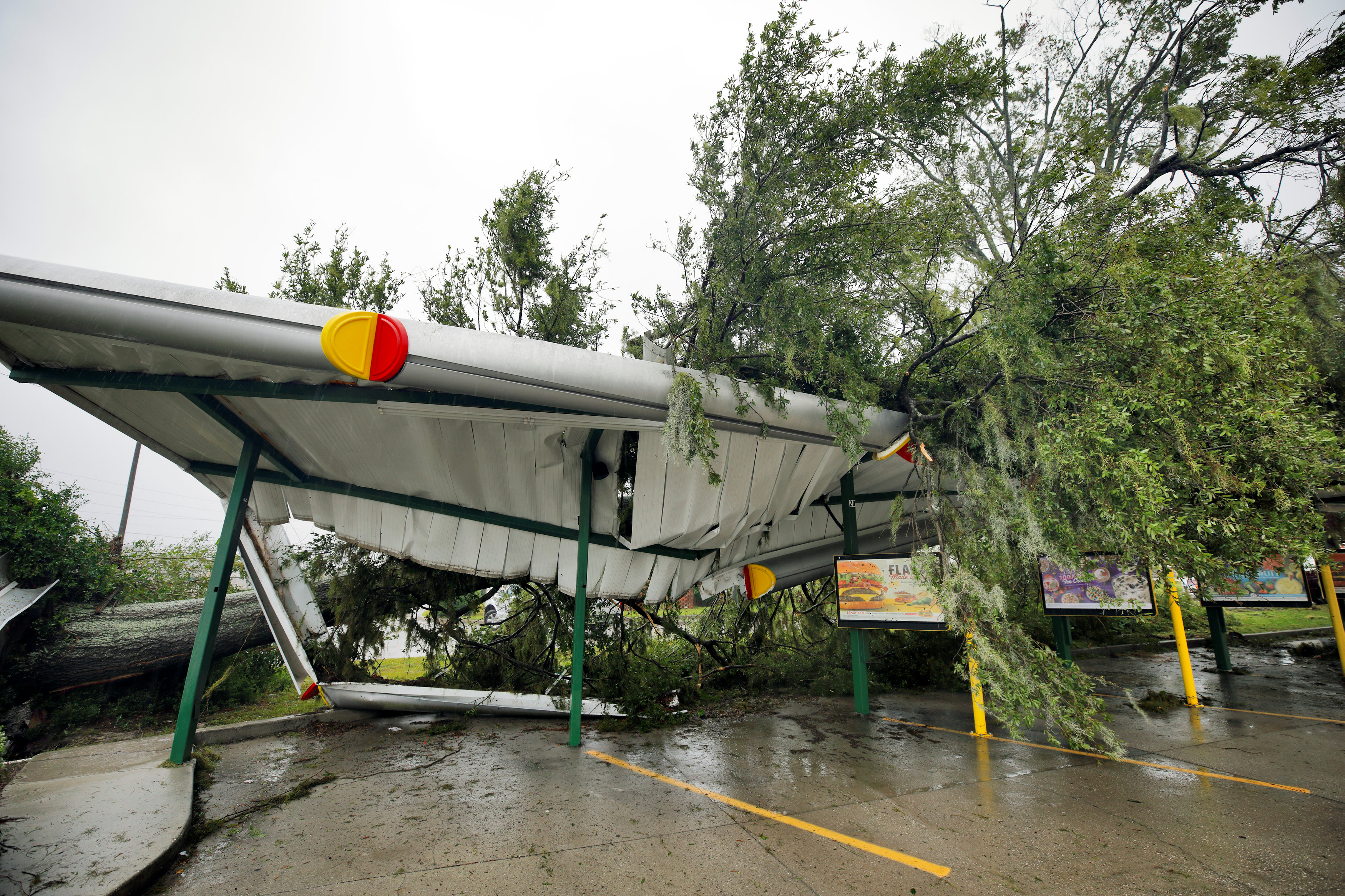 A fallen tree lies atop the crushed roof of a fast food restaurant after the arrival of Hurricane Florence in Wilmington, North Carolina, U.S., September 14, 2018. REUTERS/Jonathan Drake