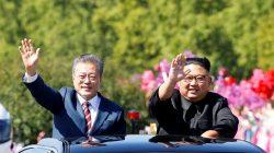 South Korean President Moon Jae-in and North Korean leader Kim Jong Un wave during a car parade in Pyongyang, North Korea, September 18, 2018. Pyeongyang Press Corps/Pool via REUTERS