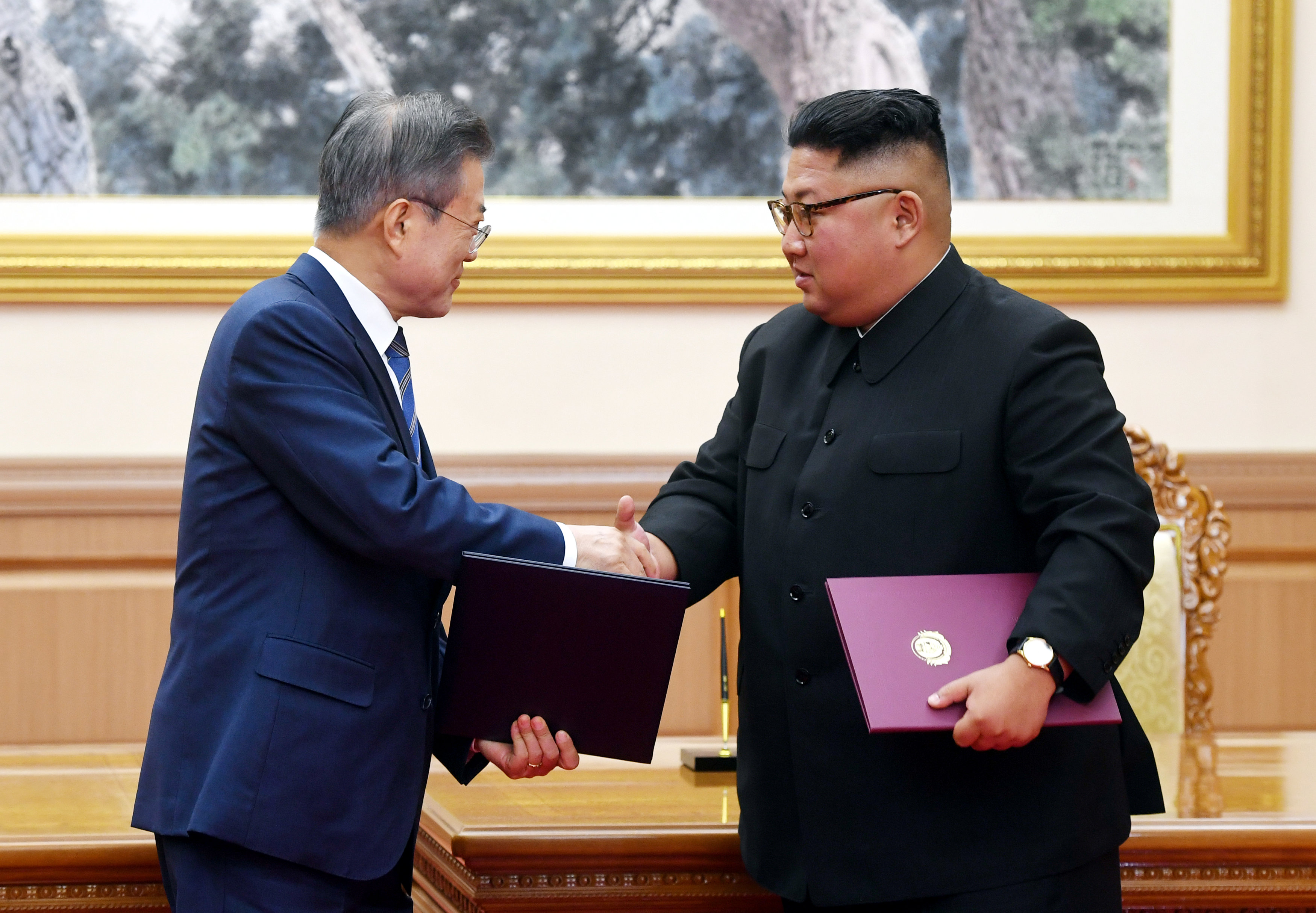 South Korean President Moon Jae-in shakes hands with North Korean leader Kim Jong Un after signing the joint statement in Pyongyang, North Korea, September 19, 2018. Pyeongyang Press Corps/Pool via REUTERS
