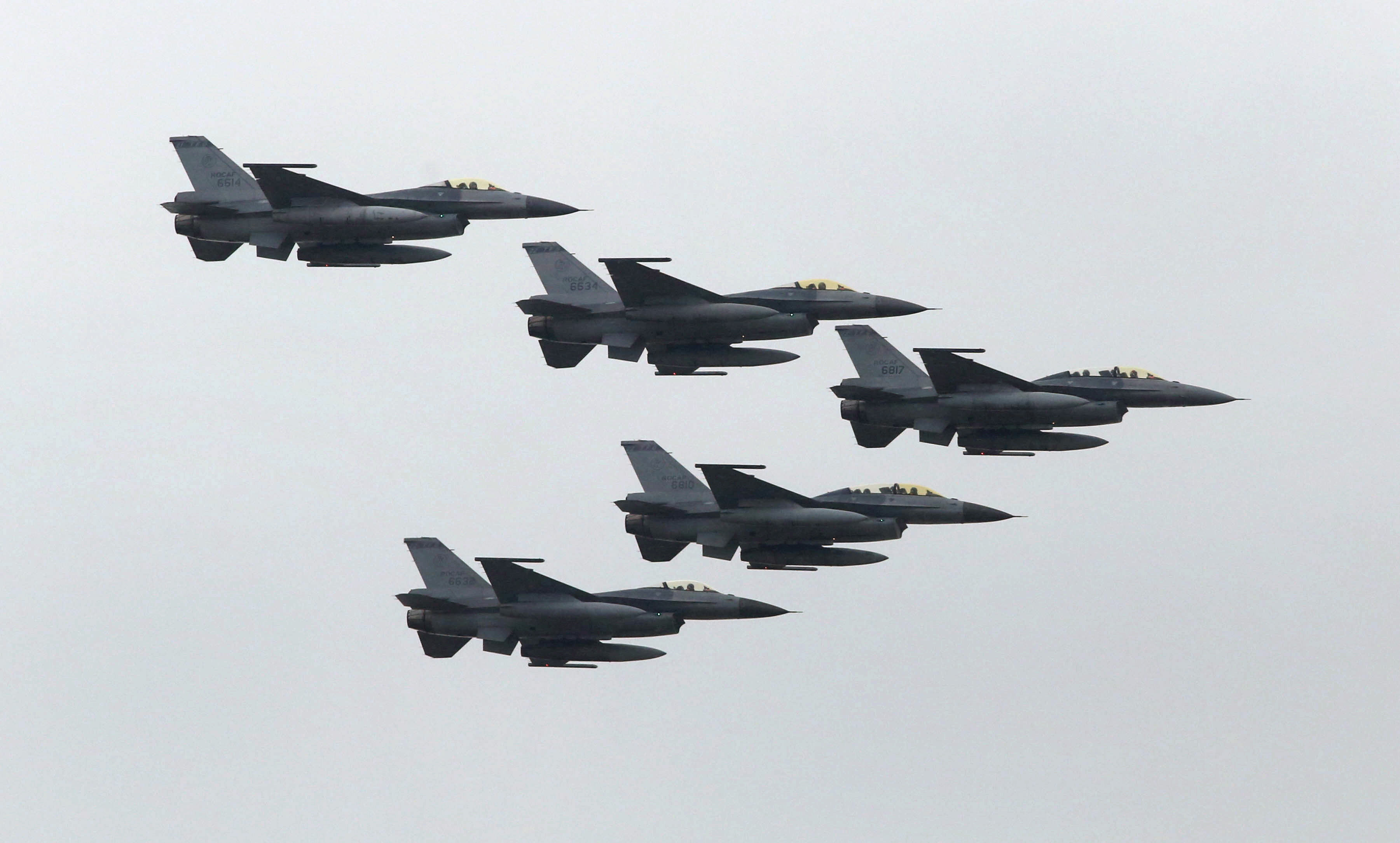Taiwan Air Force's F-16 fighter jets fly during the annual Han Kuang military exercise at an army base in Hsinchu, northern Taiwan, July 4, 2015. REUTERS/Patrick Lin
