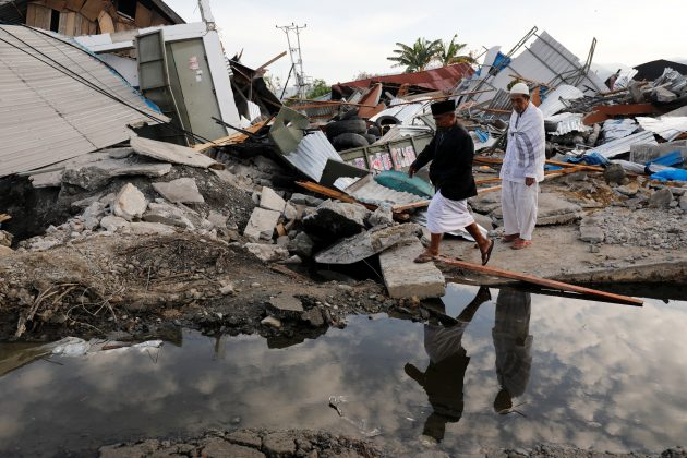 Men walk at Petobo neighbourhood which was hit by earthquake and liquefaction in Palu, Central Sulawesi, Indonesia, October 9, 2018. REUTERS/Darren Whiteside