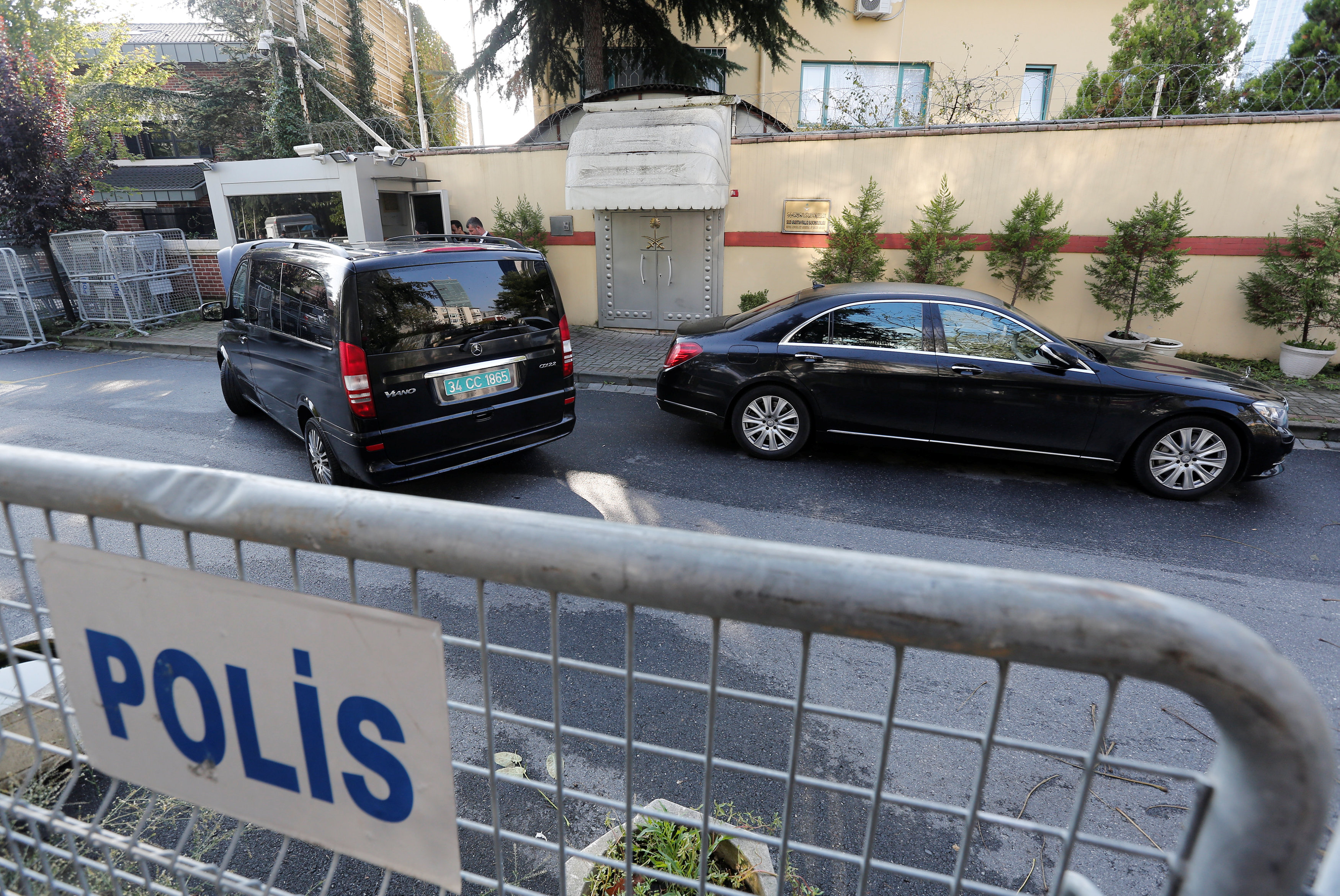 Vehicles with diplomatic plates are seen in front of Saudi Arabia's consulate in Istanbul, Turkey October 12, 2018. REUTERS/Murad Sezer