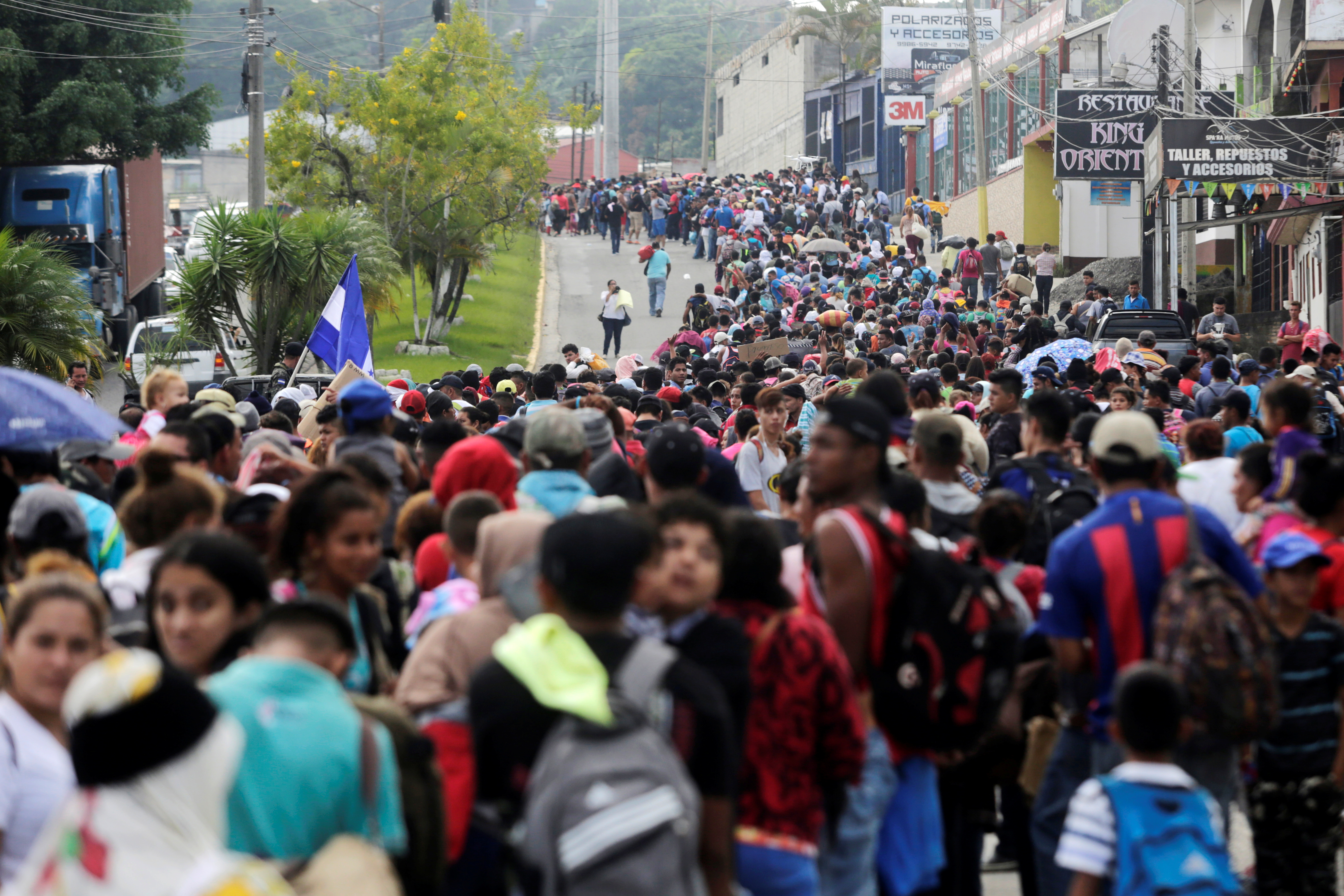 Thousands of Hondurans fleeing poverty and violence move in a caravan toward the United States, in Santa Rosa de Copan, Honduras October 14, 2018. REUTERS/ Jorge Cabrera