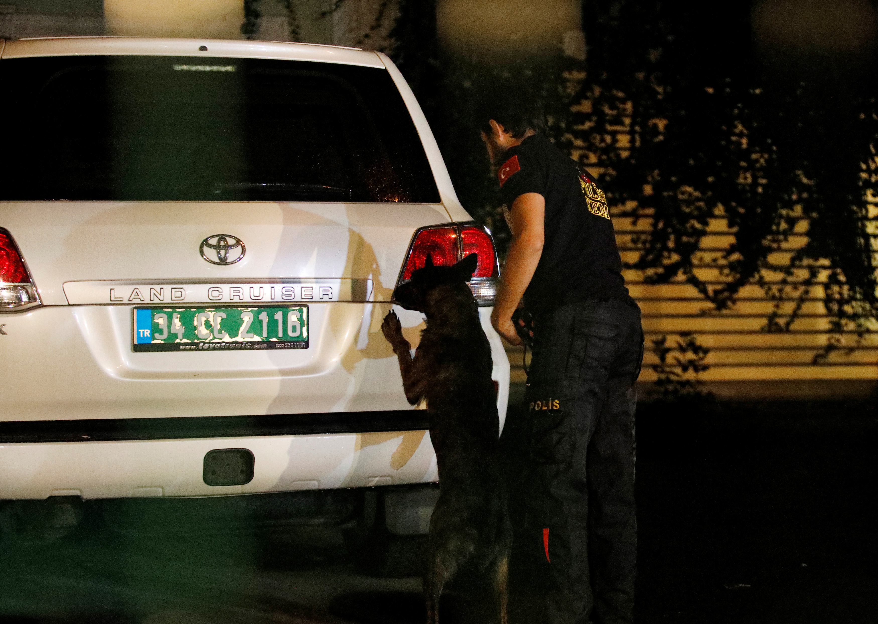 A Turkish police with a sniffer dog examines the backyard of Saudi Arabia's Consul General Mohammad al-Otaibi's residence in Istanbul, Turkey October 18, 2018. REUTERS/Kemal Aslan