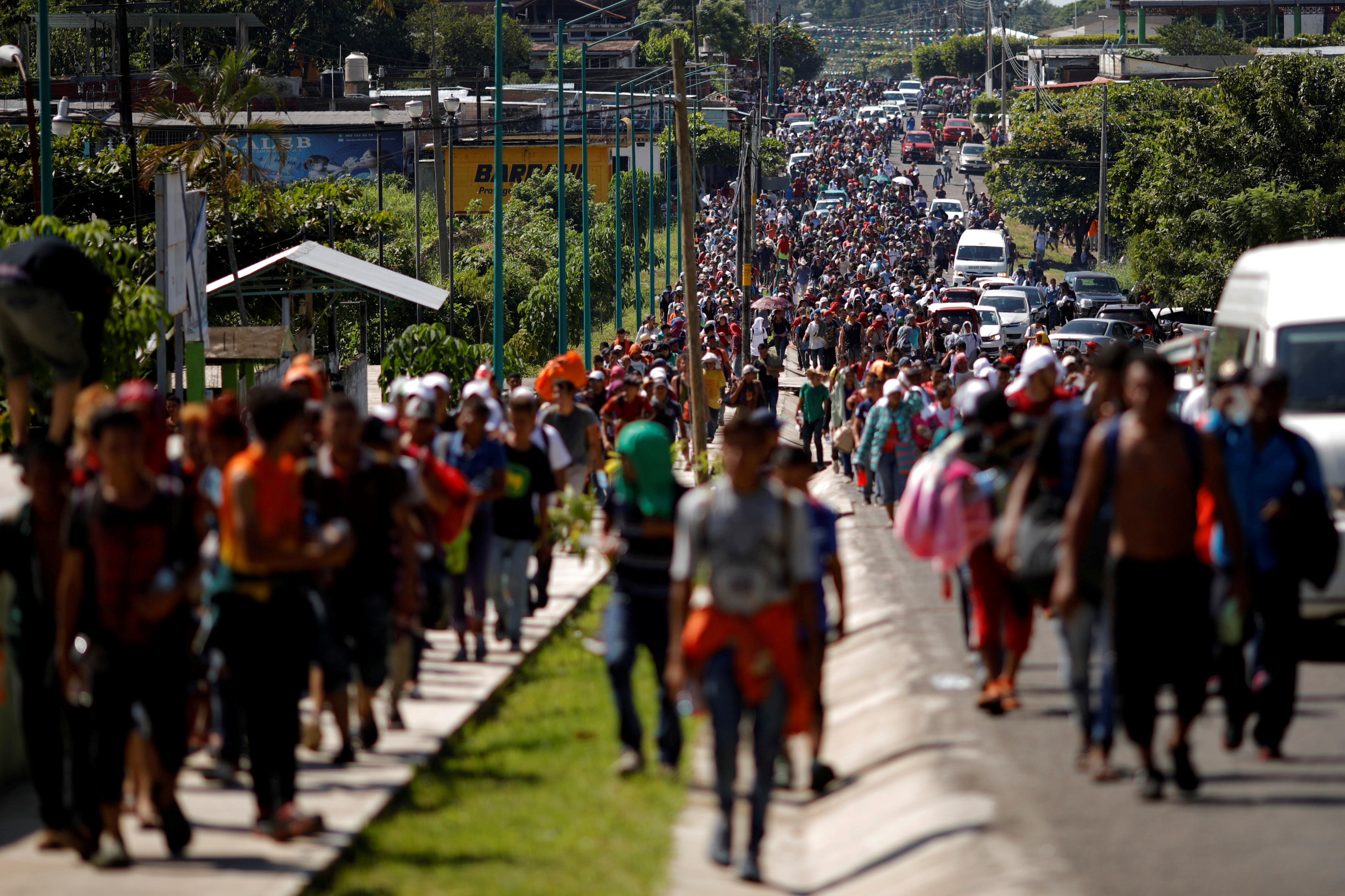 Central American migrants walk along the highway near the border with Guatemala, as they continue their journey trying to reach the U.S., in Tapachula, Mexico October 21, 2018. REUTERS/Ueslei Marcelino