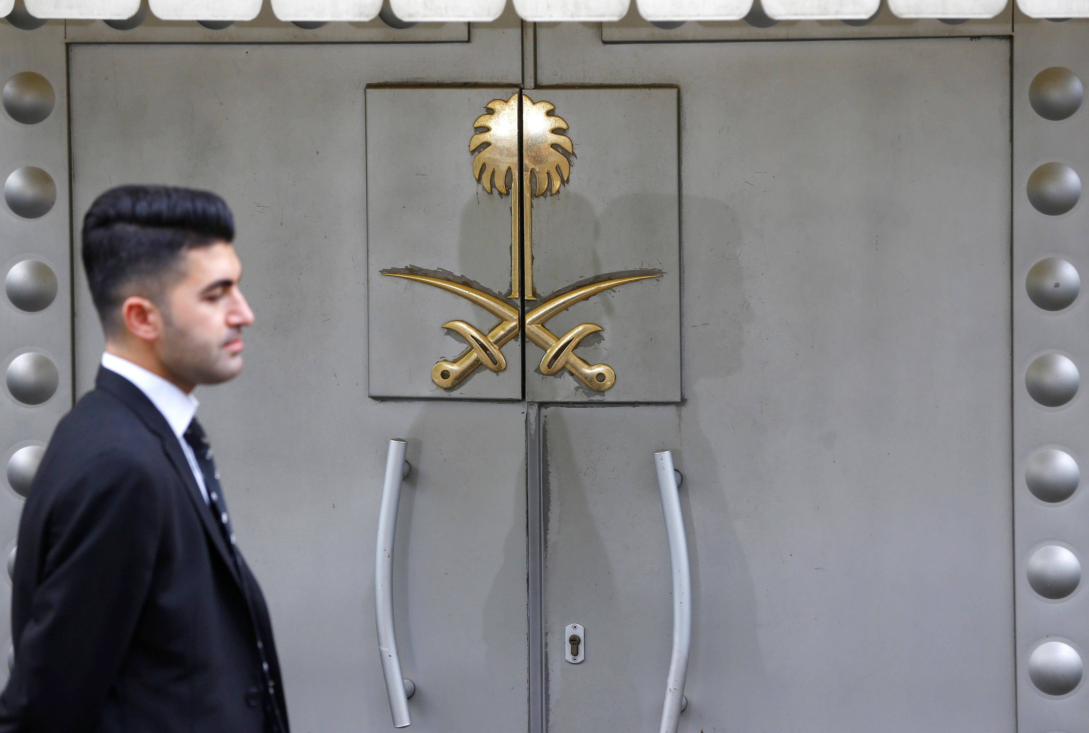 A security staff member stands at the entrance of Saudi Arabia's consulate in Istanbul, Turkey October 31, 2018. REUTERS/Osman Orsal