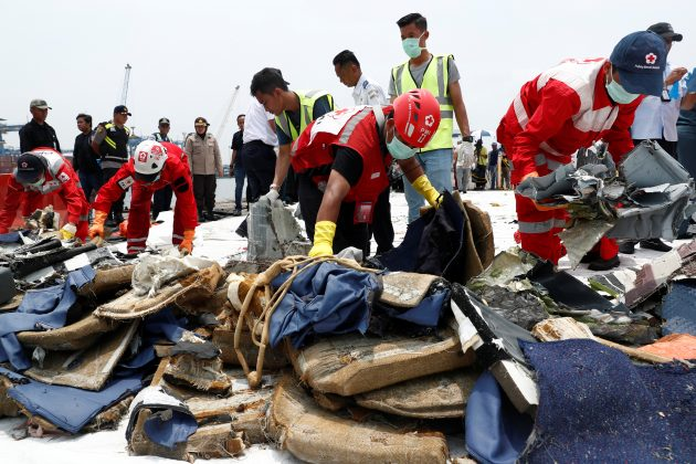 Rescue workers pick up recovered debris of Lion Air flight JT610 to load onto a truck at Tanjung Priok port in Jakarta, Indonesia, November 2, 2018. REUTERS/Edgar Su