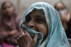 A woman waits to receive treatment for respiratory issues at Ram Manohar Lohia hospital in New Delhi, India, November 5, 2018. REUTERS/Anushree Fadnavis