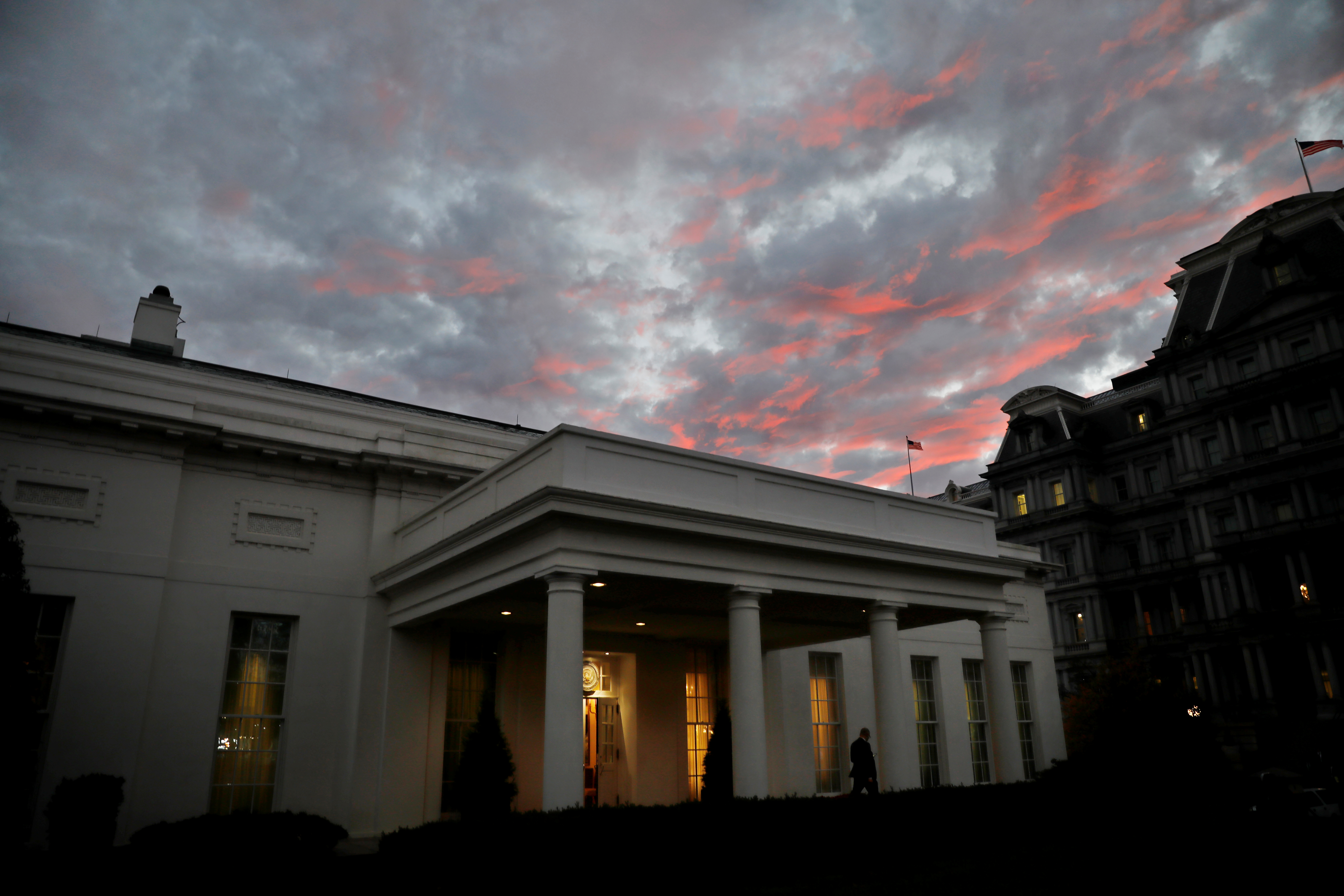Sunset is seen over the White House, on the day of the U.S. midterm election, in Washington, D.C., U.S., November 6, 2018. REUTERS/Carlos Barria