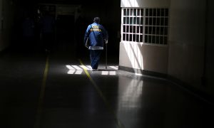 FILE PHOTO: A prisoner walks with the aid of a stick at the California Medical Facility prison in Vacaville, California, U.S., May 23, 2018. REUTERS/Lucy Nicholson/File Photo