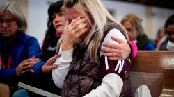Laura Martin mourns her father, TK Huff, during a vigil for the lives and community lost to the Camp Fire at the First Christian Church of Chico in Chico, California, November 18, 2018. Noah Berger/Pool via REUTERS