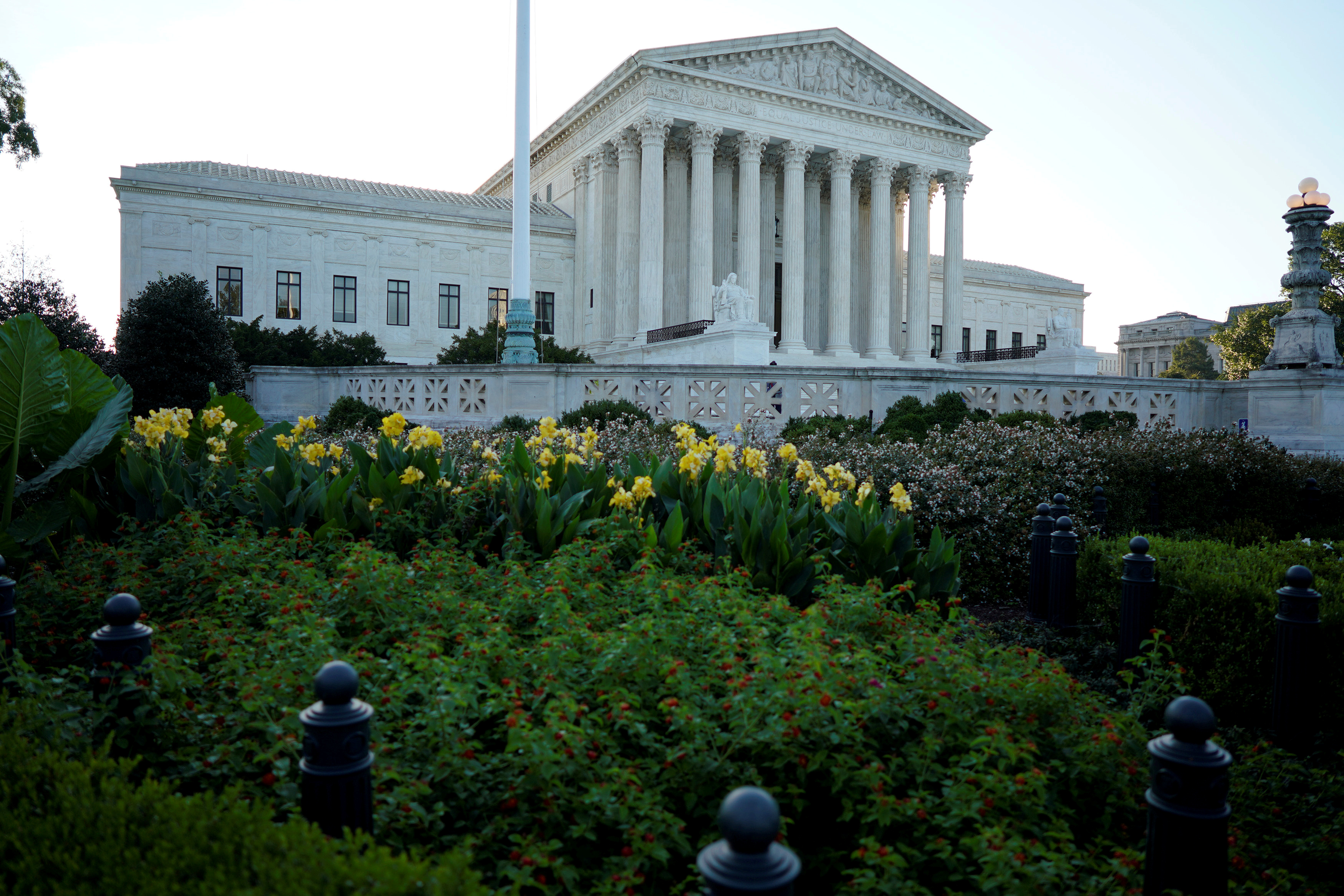 FILE PHOTO: The Supreme Court is seen ahead of the start of it's new term in Washington, U.S., October 1, 2018. REUTERS/Aaron P. Bernstein/File Photo