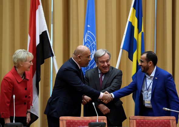 Head of Houthi delegation Mohammed Abdul-Salam (R) and Yemeni Foreign Minister Khaled al-Yaman (2 L) shake hands next to United Nations Secretary General Antonio Guterres and Swedish Foreign Minister Margot Wallstrom (L), during the Yemen peace talks closing press conference at the Johannesberg castle in Rimbo, near Stockholm December 13, 2018. TT News Agency/Pontus Lundahl via REUTERS ATTENTION EDITORS - THIS IMAGE WAS PROVIDED BY A THIRD PARTY. SWEDEN OUT.