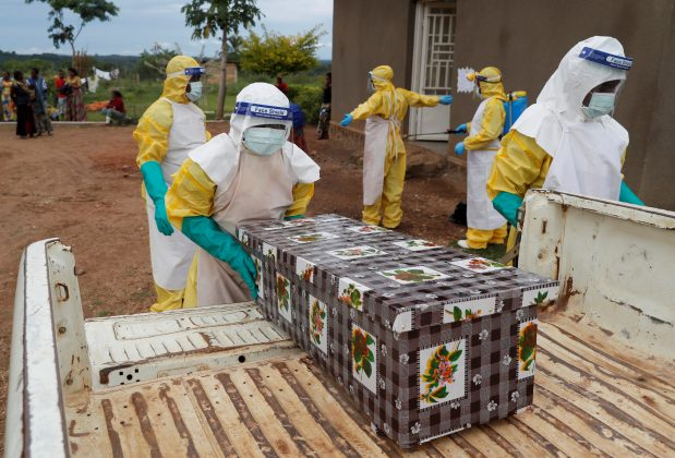 FILE PHOTO: Healthcare workers carry the coffin of a baby believed to have died of Ebola, in Beni, North Kivu Province of Democratic Republic of Congo, December 15, 2018. REUTERS/Goran Tomasevic/File Photo
