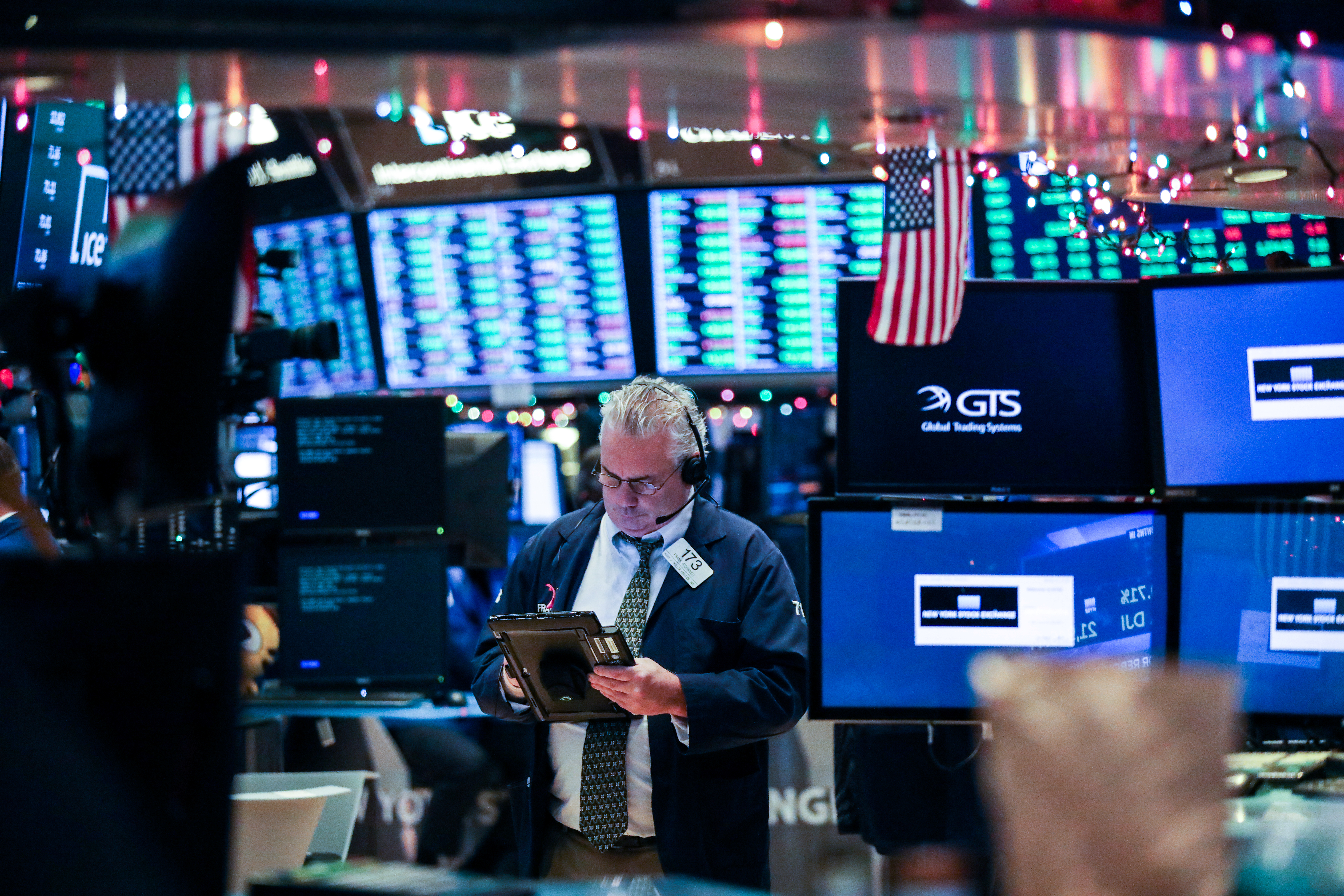 A trader works on the floor of the New York Stock Exchange (NYSE) in New York, U.S., December 26, 2018. REUTERS/Jeenah Moon
