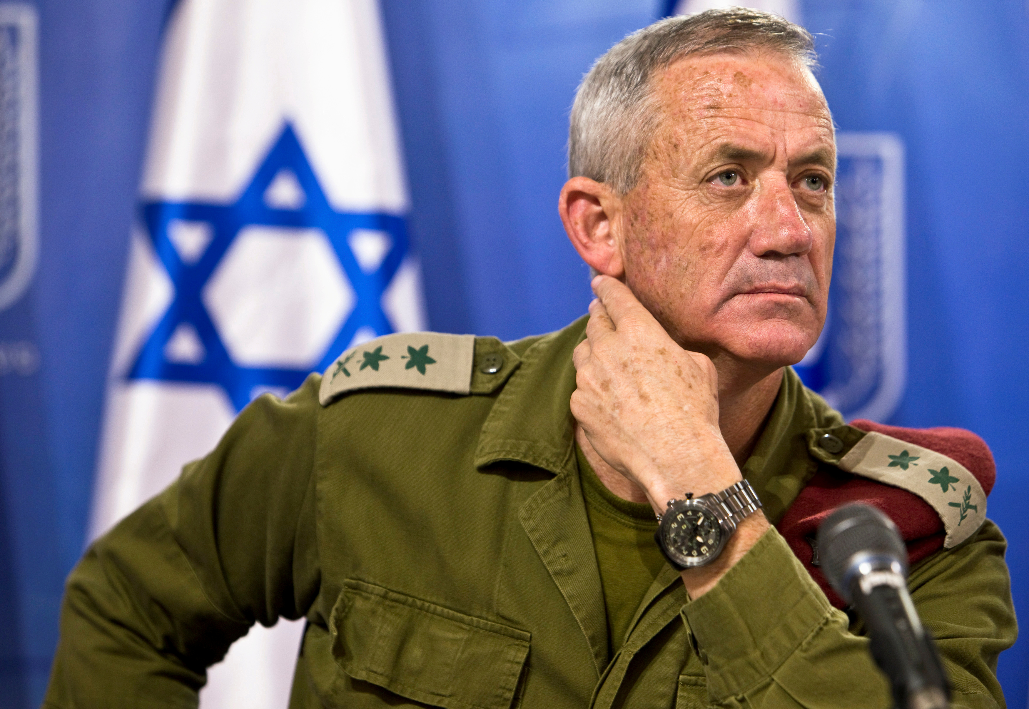 FILE PHOTO: Israeli military chief Lieutenant-General Benny Gantz attends a news conference in Tel Aviv, Israel July 28, 2014. REUTERS/Nir Elias/File Photo