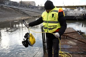 A volunteer of Israeli rescue and recovery organisation ZAKA pulls an underwater sonar from the Danube river during a search for the remains of Holocaust victims murdered on the banks of the river in 1944 in Budapest, Hungary January 15, 2019. REUTERS/Tamas Kaszas