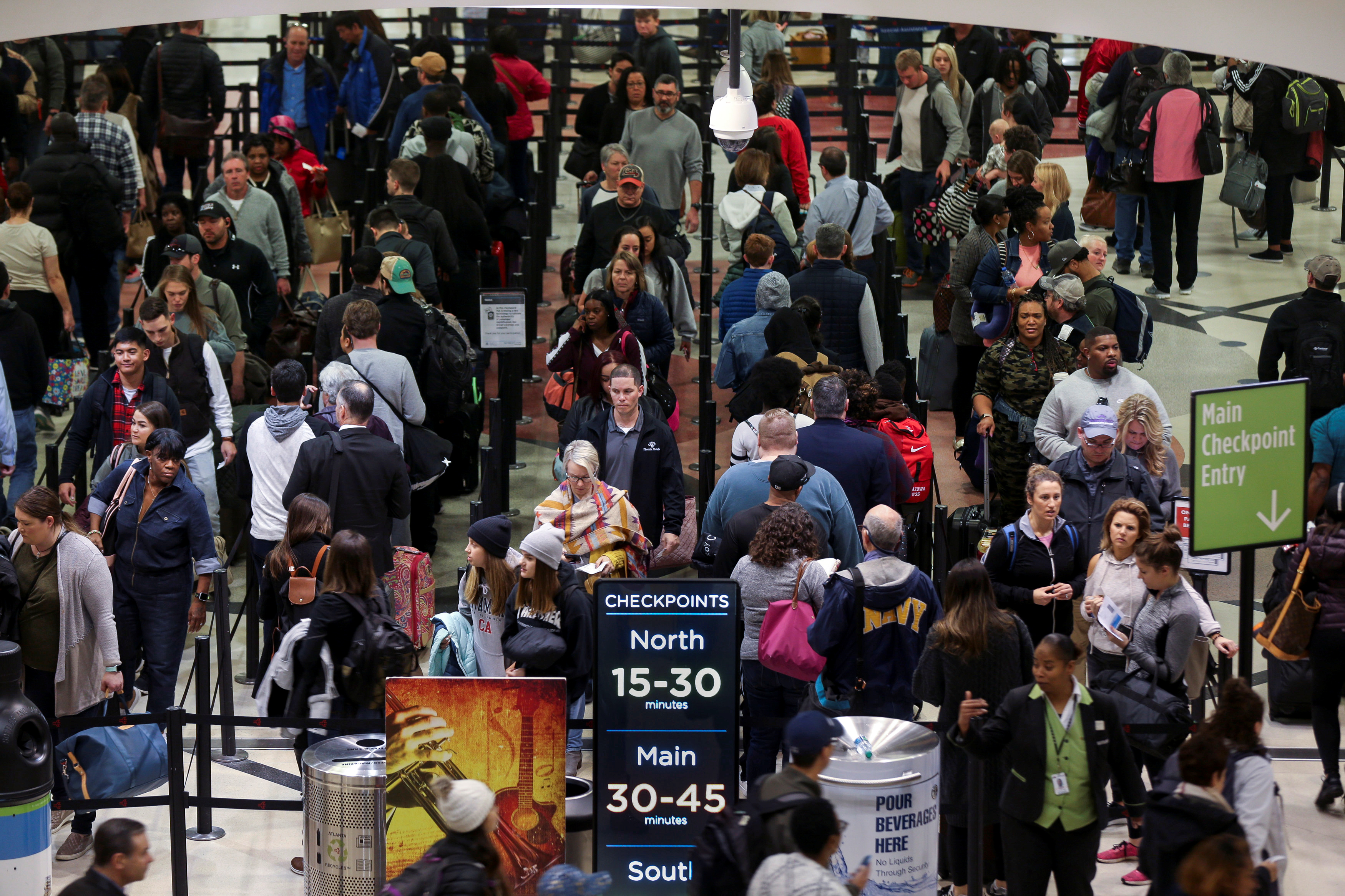 Long lines are seen at a Transportation Security Administration (TSA) security checkpoint at Hartsfield-Jackson Atlanta International Airport amid the partial federal government shutdown, in Atlanta, Georgia, U.S., January 18, 2019. REUTERS/Elijah Nouvelage