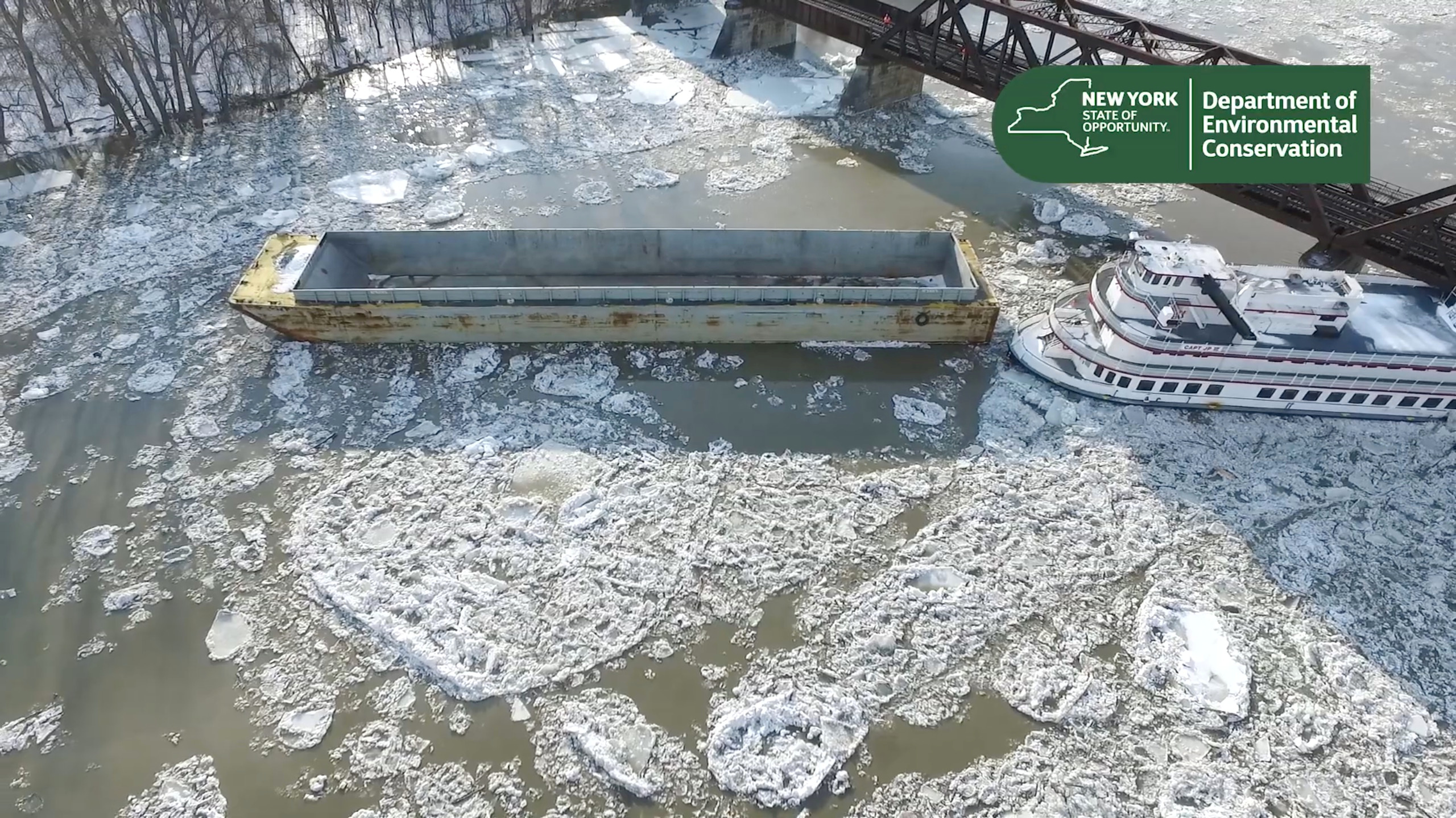 A boat collides under the rail bridge near the Corning Preserve, after breaking lose from its dock on the upper Hudson River and floating down stream towards Albany, New York, U.S., January 25, 2019, in this still image taken from a video obtained from social media. New York State Department of Environmental Conservation/via REUTERS