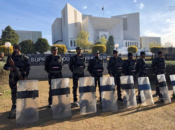 Paramilitary soldiers stand guard outside the Supreme Court building in Islamabad, Pakistan January 29, 2019. REUTERS/Saiyna Bashir