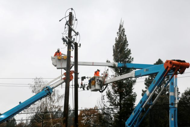 FILE PHOTO: PG&E crew work on power lines to repair damage caused by the Camp Fire in Paradise, California, U.S. November 21, 2018. REUTERS/Elijah Nouvelage/File Photo