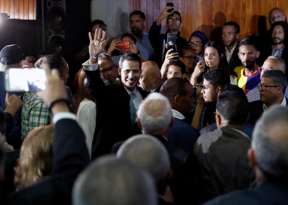 Venezuelan opposition leader and self-proclaimed interim president Juan Guaido attends a meeting with supporters to present a government plan of the opposition in Caracas, Venezuela January 31, 2019. REUTERS/Carlos Garcia Rawlins