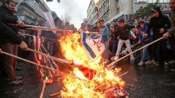 Iranians burn U.S. flags during a ceremony to mark the 40th anniversary of the Islamic Revolution in Tehran, Iran February 11, 2019. Meghdad Madadi/Tasnim News Agency/via REUTERS