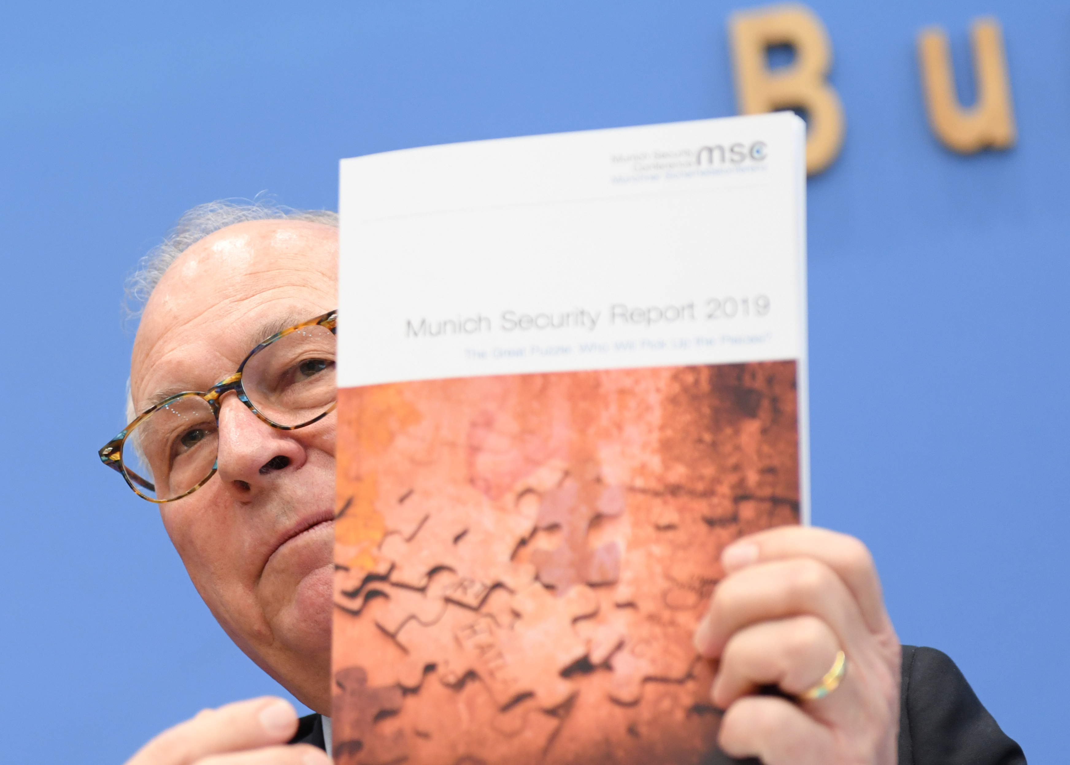 Munich Security Conference (MSC) chairman Wolfgang Ischinger presents the Munich Security Report for 2019 in Berlin, Germany, February 11, 2019. REUTERS/Annegret Hilse