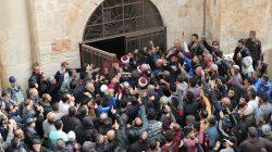 Palestinian Muslims enter the Golden Gate near Al-Aqsa mosque in Jerusalem's Old City February 22, 2019. REUTERS/Ammar Awad