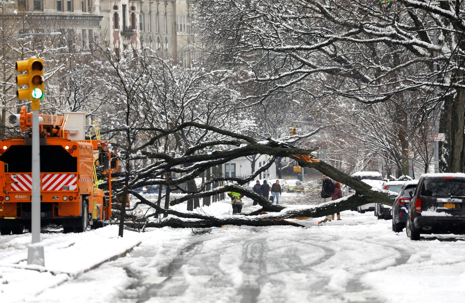 A worker cuts away a tree that fell across Riverside Drive during a snow storm in upper Manhattan in New York City, New York, March 4, 2019. REUTERS/Mike Segar