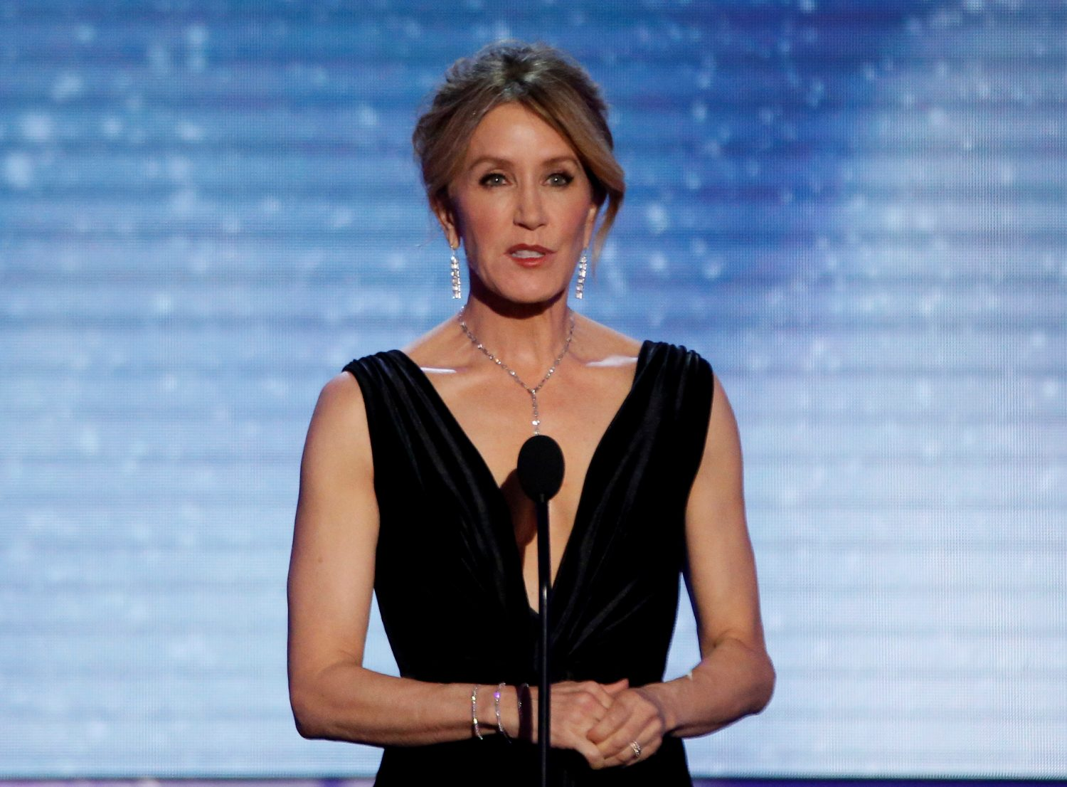 FILE PHOTO: 24th Screen Actors Guild Awards – Show – Los Angeles, California, U.S., 21/01/2018 – Actress Felicity Huffman speaks on stage. REUTERS/Mario Anzuoni/File Photo