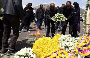 Relatives lay flowers as they pay homage to victims during a commemoration ceremony at the scene of the Ethiopian Airlines Flight ET 302 plane crash, near the town Bishoftu, near Addis Ababa, Ethiopia March 14, 2019. REUTERS/Tiksa Negeri