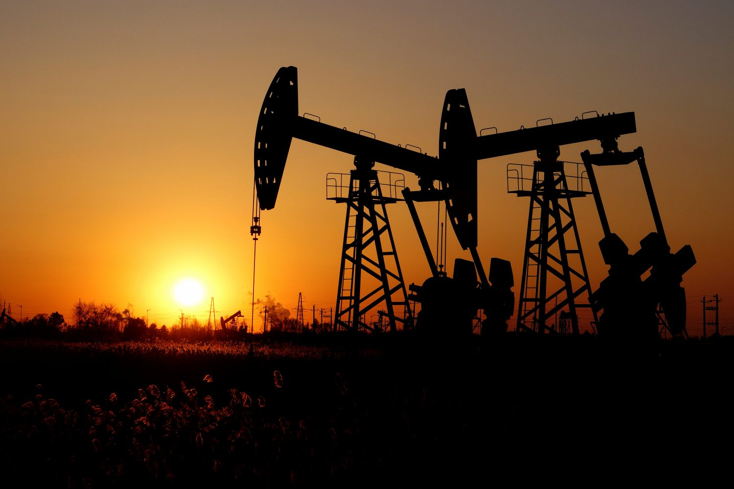 FILE PHOTO: Pumpjacks are seen against the setting sun at the Daqing oil field in Heilongjiang province, China December 7, 2018. REUTERS/Stringe