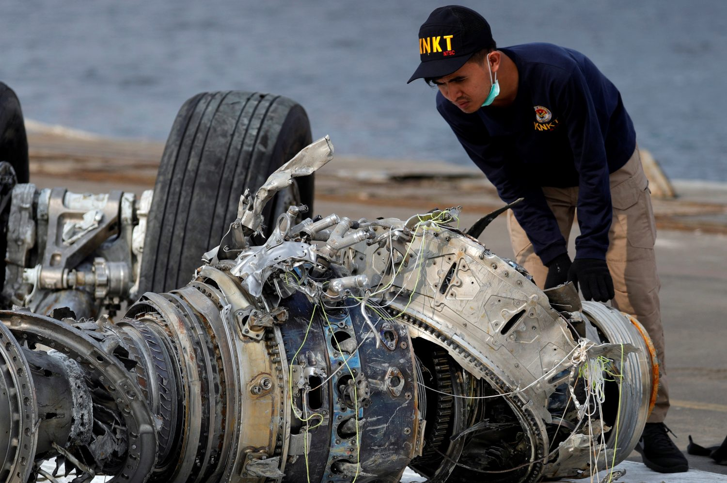 FILE PHOTO: An Indonesian National Transportation Safety Commission (KNKT) official examines a turbine engine from the Lion Air flight JT610 at Tanjung Priok port in Jakarta, Indonesia, November 4, 2018. REUTERS/Beawiharta/File Photo