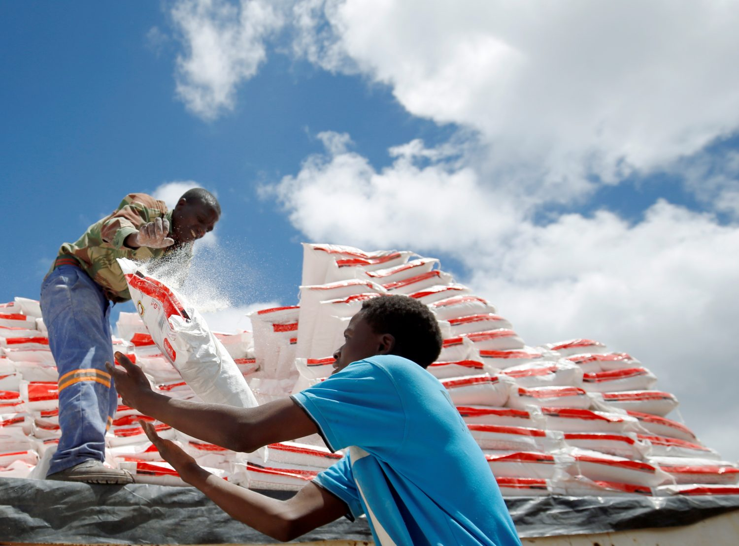 Aid workers offload maize meal for victims of Cyclone Idai at Siverstream Estates in Chipinge, Zimbabwe, March 24, 2019. REUTERS/Philimon Bulawayo