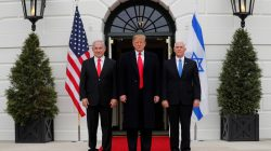 U.S. President Donald Trump welcomes Israel Prime Minister Benjamin Netanyahu with Vice President Mike Pence at the White House in Washington, U.S., March 25, 2019. REUTERS/Carlos Barria