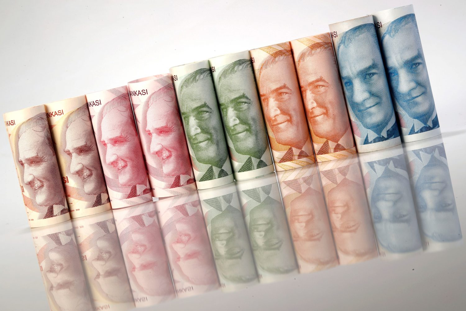 FILE PHOTO: Turkish Lira banknotes are seen in this October 10, 2017 picture illustration. REUTERS/Murad Sezer/Illustration/File Photo